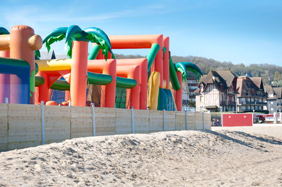 parc attractions gonflables mer enfants normandie